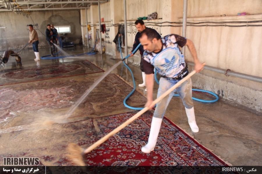 شست و شوی رایگان ۳ هزار تخته فرش منازل سیل زده شیراز