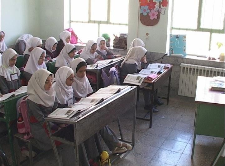 دختری که انگشتانش را در مدرسه جا گذاشت